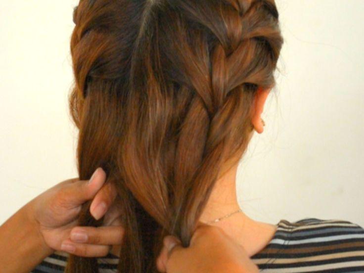 Doppelte französische Zöpfe geben dir die Möglichkeit, kurze bis mittellange Haare zu einem eleganten Muster zu weben. Diese Frisur ist auch gut für Leute mit Stufen in den Haaren geeignet, weil sie all die kürzeren Teile mitnimmt. Wenn du...
