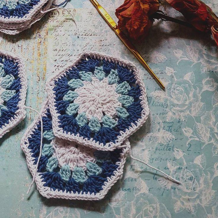 """Diharamkan atas neraka orang yang mudah (urusannya) yang lembut dan gampang lagi dekat dengan manusia (lainnya)"" (hadits riwayat Ahmad) . . Punya waktu buat merajut itu sudah cukup bikin bahagia  #uploadkompakan #ukbahagiaitusederhana_bjm . . #crochetdoily #crochetlove #crochetaddict #instacrochet #taplakrajut #pics_at_home #tv_stilllife #jj_indetail #pocket_collage_women #picture_to_keep #rainbow_wall #snap_ish #nothingsordinary # by pritaspog"