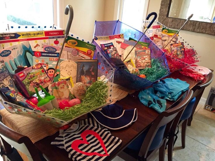 Easter basket idea: use umbrellas to store Easter loot. ☂ See blog post for details.