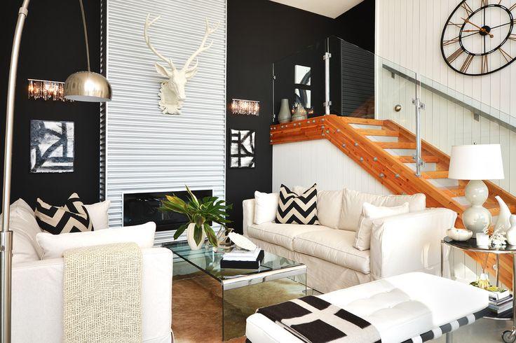 90 Вдохновляющих идей для декорирования стен своими руками: Создаем свой уникальный интерьер! http://happymodern.ru/dekorirovanie-sten-svoimi-rukami/ Гипсовая оленья голова украсит пустую стену над камином в современной гостиной