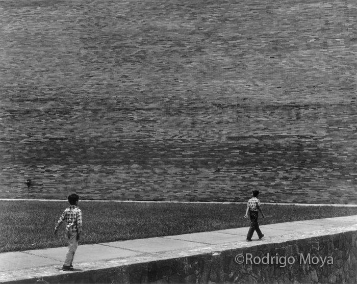Rodrigo Moya. Detrás del Auditorio Nacional, 1963.