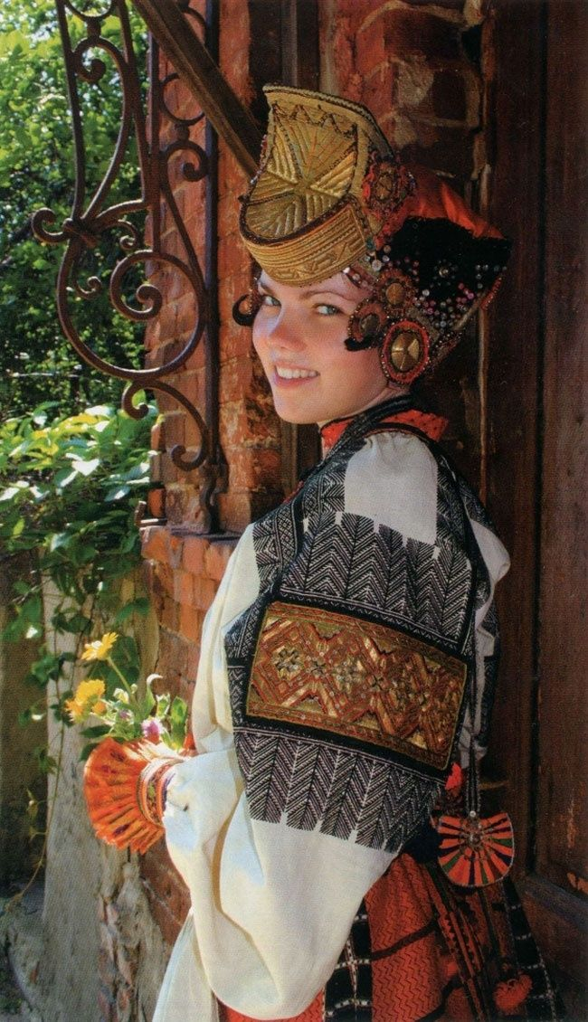 Воронеж Festive attire of a young married woman from the village of Afanasyevka, Biruchensk Region, Voronezh Province, Russia. Late 19th - early 20th century.