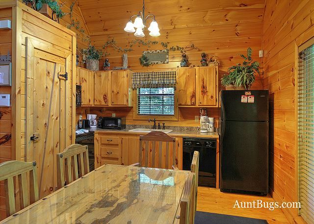Shamrock Lodge 215 | 2 Bedroom Cabins | Pigeon Forge Cabins | Gatlinburg Cabins