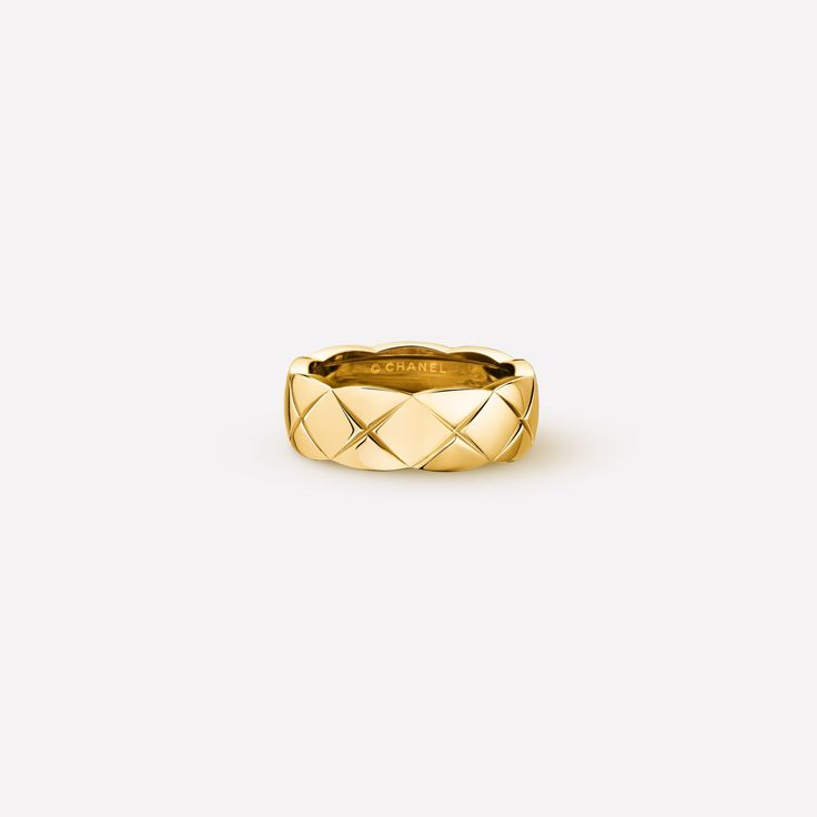 Coco Crush ring - Quilted motif ring, small version, in 18K yellow gold J10571 at the CHANEL Fine Jewelry website.