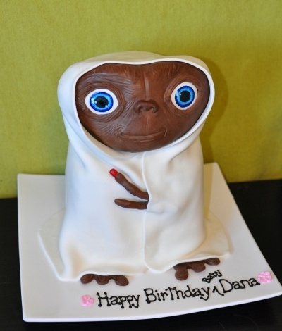 Flashback to the early 80s. This cake would have blown my mind when I was 8. Heck, it's blowing my mind now and I'm far beyond that. ET by shawnascakes on CakeCentral.com