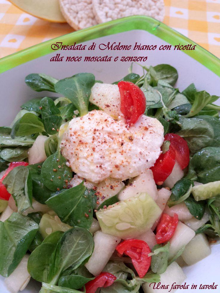 Una deliziosa insalata estiva con il dolce melone bianco, cetrioli, pomodori e della fresca ricotta aromatizzata alla noce moscata e zenzero
