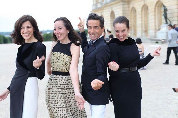 Le dîner Dior Haute Joaillerie à Versailles La styliste Vanessa Seward, la conservatrice en chef mode et textile du Musée des Arts Décoratifs de Paris, Pamela Golbin, le designer Vincent Darré et la créatrice Olympia Le-Tan