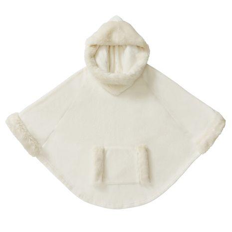 Krémové domácí pončo s kapucí zdobené umělou kožešinou.