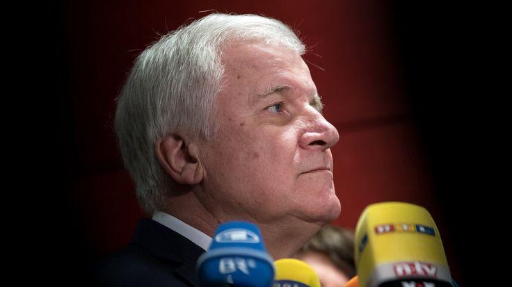Angriff ist die beste Verteidigung: Das scheint die Strategie von Horst Seehofer zu sein. Bei einem Treffen mit den Landtagsabgeordneten ging er in die Offensive.