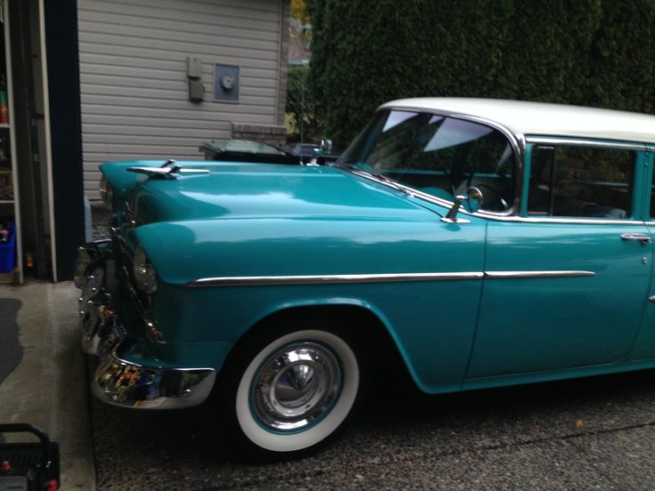 Freshly polished ready for winter storage.Special thanks to Glen from Adams waxes! 1955 Chevrolet wagon.