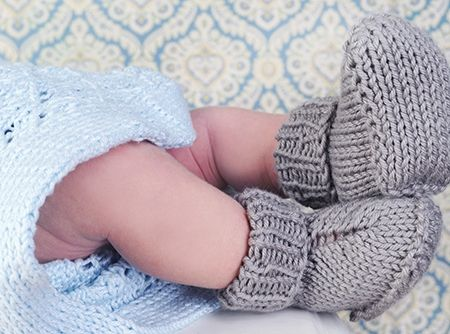 Gratis patroon om babysokjes te breien.