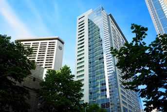 Downtown - Sheraton Seattle - is a high-rise Seattle hotel with spacious accommodations. Discover downtown Seattle hotels, and stay close to the heart of the city.