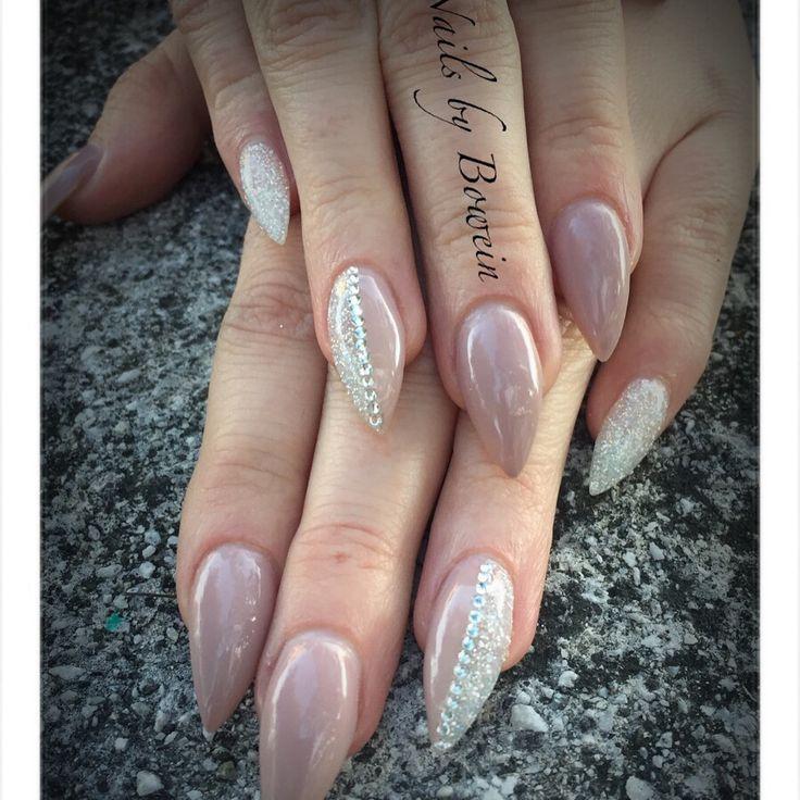 Spetsiga naglar! Shellac, glitter, stenar! NailsbyBowein