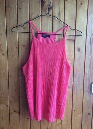 Kup mój przedmiot na #vintedpl http://www.vinted.pl/damska-odziez/koszulki-na-ramiaczkach-koszulki-bez-rekawow/16969397-bluzka-top-ramiaczka-prazki-rozowa-idealny-choker