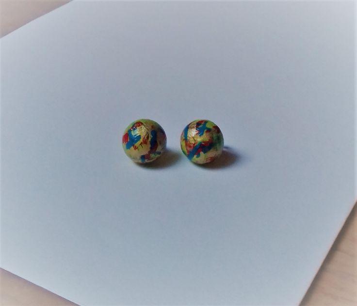 Pecičky barevné Pecičky jsou vyrobeny ze dřeva a jsou malovány akrylovou barvou a přelakovány. Velikost polokoule je 16 mm.