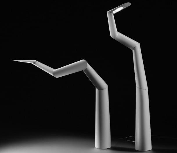 SPYRE: escultórica lámpara LED de edición limitada. Ron Arad creó la escultórica lámpara Spyre. Se trata de una lámpara de escritorio basada en una escultura que lleva el mismo nombre, para la RA de Londres. Solo se fabrican 50 unidades, a un precio que supera los 7 mil euros. Este diseño está formado por cinco piezas articuladas, fabricadas por impresión 3D. La lámpara está hecha en acero, aluminio, y plástico con acabado blanco mate. La fuente de luz es de tec