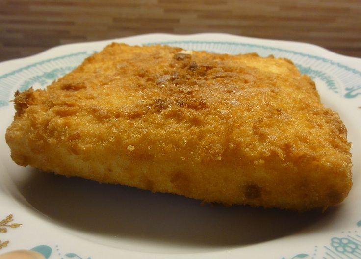Smažený sýr | recept. Smažený sýr v trojobalu je česká a slovenská specialita, kterou si s chutí dají i cizinci. Na jídelním l