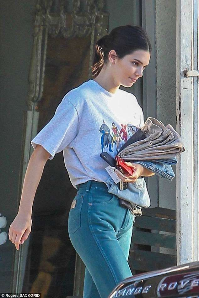 3295d7eccb9aab Kendall Jenner ravishes in retro as she picks up vintage clothes in ...