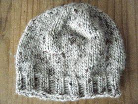 Un petit bonnet tout simple idéal pour se lancer dans le tricot aux aiguilles circulaires...ou un cadeau de noël express pour les retardata...