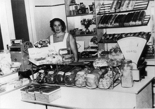 Interieur van bakkerij Lubro, 1957