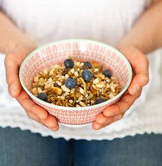 This handmade muesli will give your body an impact of goodness with its Australian Organic oats, Organic & Biodynamic fruit and locally grown Australian Macadamia Nuts. Byron Bay Macadamia Muesli - Aussie Product Review #productreview #Australian