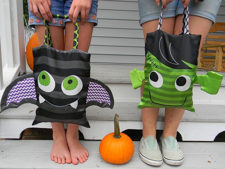 Sew a trick-or-treat bag (Spoonflower)