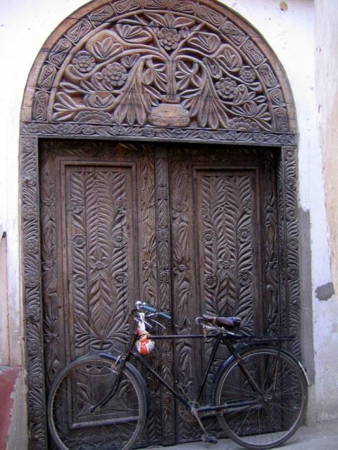 Carved wooden door in Stone Town Zanzibar Africa & 149 best Zanzibar doors images on Pinterest | Windows Entrance ...