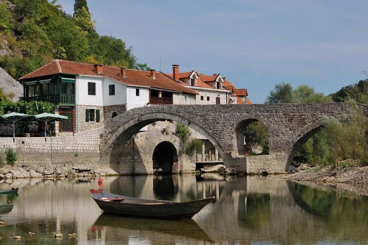 📸 Check out this free photoA stone bridge boat bridge clouds    🏁 https://avopix.com/photo/54438-a-stone-bridge-boat-bridge-clouds    #architecture #building #tourism #travel #city #avopix #free #photos #public #domain