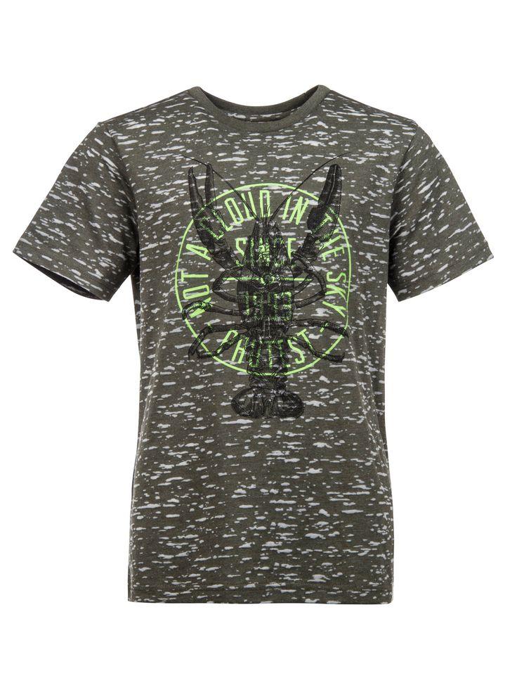 Het Kicky Jr T-shirt van Protest is gemaakt van sterk materiaal en heeft een grote grafische print van een kreeft en een opvallend Protest logo. Dit leuke en trendy Kicky Jr T-shirt heeft een normale pasvorm en is zeer geschikt voor zomerse dagen.