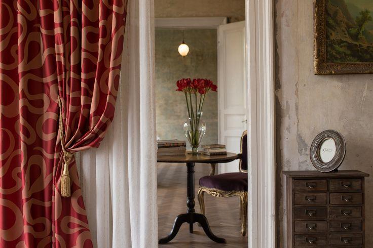 An elegant and comfortable living room. - Un living elegant și confortabil.