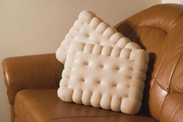 Für Leckermäulchen: Kissen in Form von Keksen / these cushions are in the shape of biscuits. Yummy! Made by Crafti via DaWanda.com
