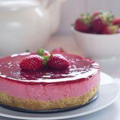 Tarta de yogur y fresas sin horno, sin lactosa y sin huevo