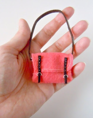 DIY miniature felt satchel bag tutorial by Mijbil Creatures