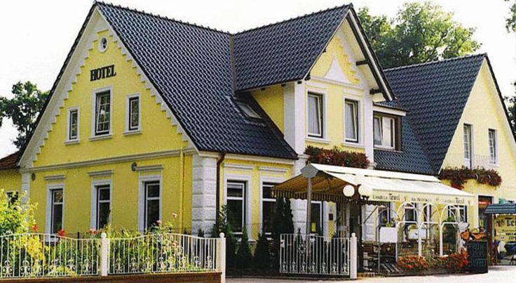 Landhaus Tewel Neuenkirchen This hotel lies in quiet countryside in the village of Tewel, in the Lüneburg Heath. It offers rooms with free Wi-Fi and great connections with the A1, A7 and A27 motorways.