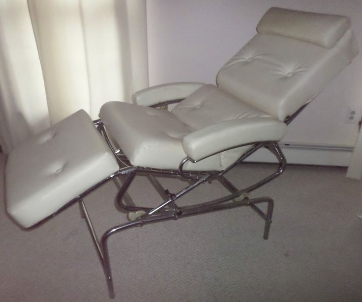 This is a Magnificent vintage Massage Chair by LAMA , Made in France in the Sixties. Industrial Design Chair to lounge, read, nap or get a professional massage. Although the chair is used, it is still in good condition considering the age.