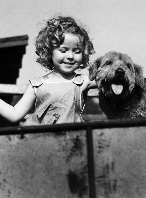 Shirley Temple, 1935 ... I love her face ;) she makes me smile in the world of shirley temple everything is all right ;)