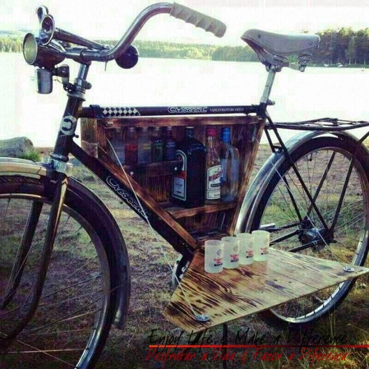 A minha #bicicleta está altamente equipada para levar nas #férias O Que queres beber?!  http://blog.carvalhohelder.com