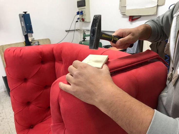 Lavorazione artigianale eseguita a mano per poltrona Chester su disegno realizzata da Tino Mariani. http://www.tinomariani.it