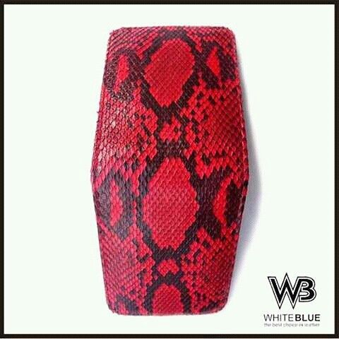 Mens leather wallet of genuine snake skin leather red colour.  Www.jualtaskulit.com +6285642717764  #wallet #leatherctaft #leatherwallet #menswallet #snakewallet #snakeskin