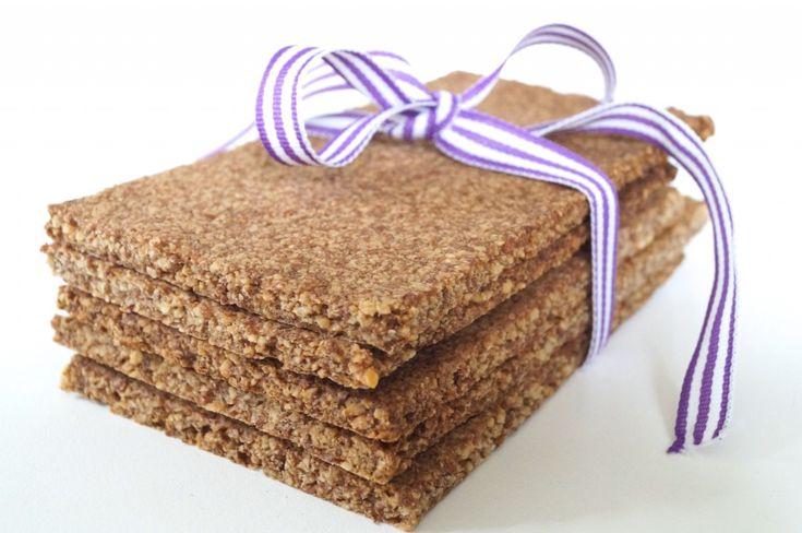 Lækker opskrift på kanelknækbrød, der er velegnet til dig, der lever efter low carb eller LCHF-principperne - eller bare ønsker glutenfrit brød.