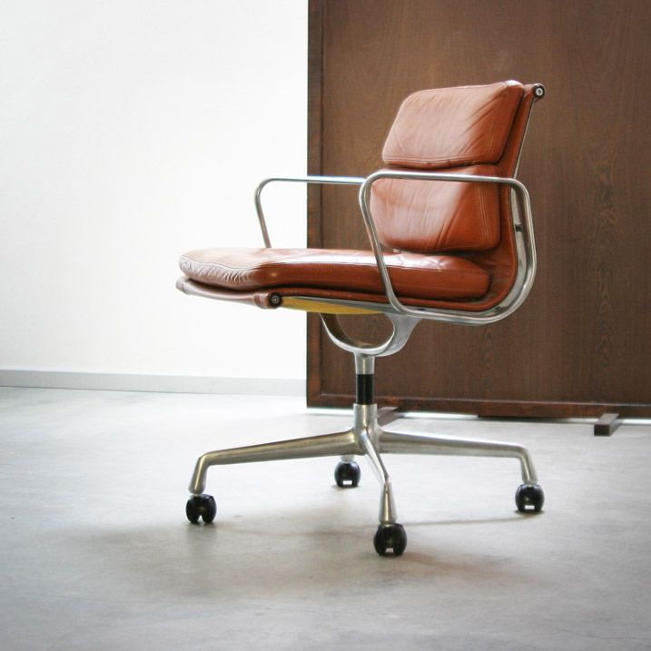Charles & Ray Eames Model EA 208 Soft Pad Group, one of the very few & rare good swivel work chairs