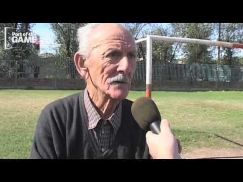 En este video, el primer entrenador de Messi habla sobre su experiencia con él.