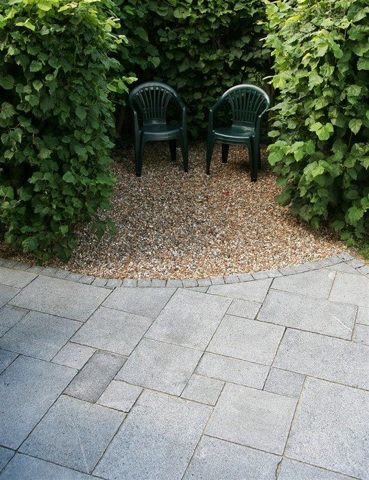 Granit huggna kanter Romanum-mönster 40x60, 40x40, 40x20 cm pcj 19x19, tjocklek 3 cm Säljs på helpall (drygt 8 kvm) ca 700 kr/kvm (Flisby)  Gul sjösten 8-16