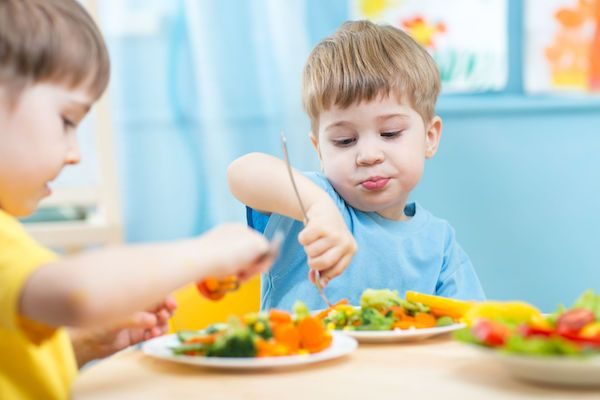 Estudo mostra que ter um irmão pode tornar seus filhos menos obesos