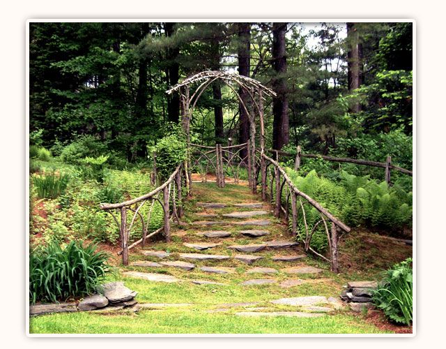 Nothing says #rustic #wedding quite like this natural arbor! Gorgeous!