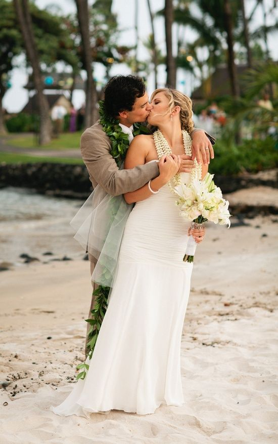 Гавайская свадьба: особенности проведения - svadebnoe-platye-dlya-gavaiskoi-svadbi