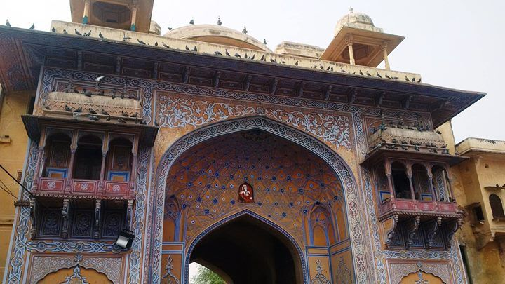 The Jaipur city wall is the city wall encircling the old Jaipur city in built in 1727 when the city was founded by Maharaja Jai Singh II.The wall is six meters high and three meters thick and has seven gates in the wall. Ddefinitely this one is my favourite :x.
