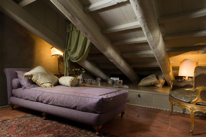 Palazzo Alverà Altana occupies the top two floors of the illustrious Palazzo Corner Gheltoff Alverà and sleeps up to 15 guests in accommodation.