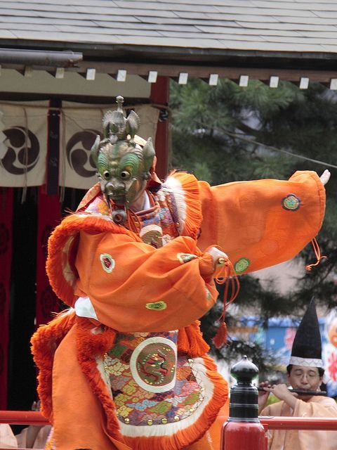 Bugaku by kianon, via Flickr