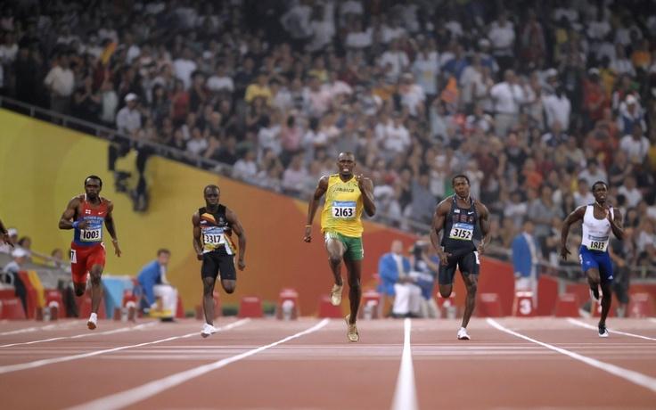¿No sabéis que los que corren en el estadio, todos en verdad corren, pero sólo uno obtiene el premio? Corred de tal modo que ganéis. - 1 Corintios 9:24